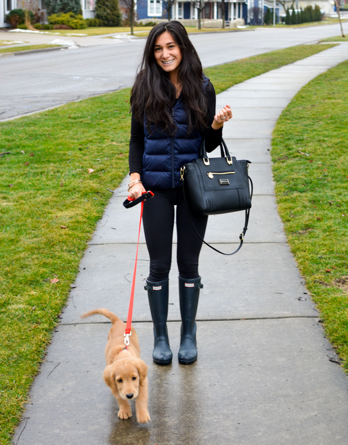 Walking the dog Weekend Outfit - Uniqlo Vest, LuLu Lemons, Hunter Boots 5